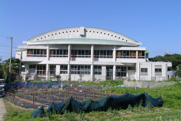C-09 大宜味小学校体育館 2000年