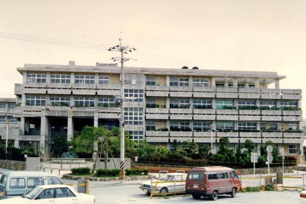 C-12  首里東高校校舎棟(新校舎)1986年・首里東高校体育館(新校舎)1986年